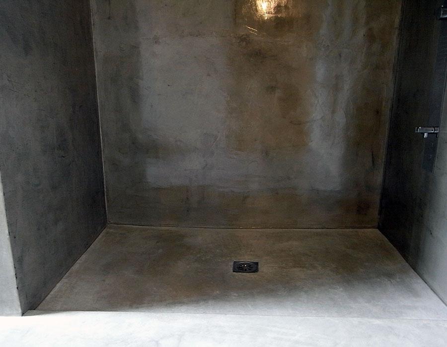 Rivestimento pareti in resincementizio e pavimento in Calcestruzzo Nuvolato