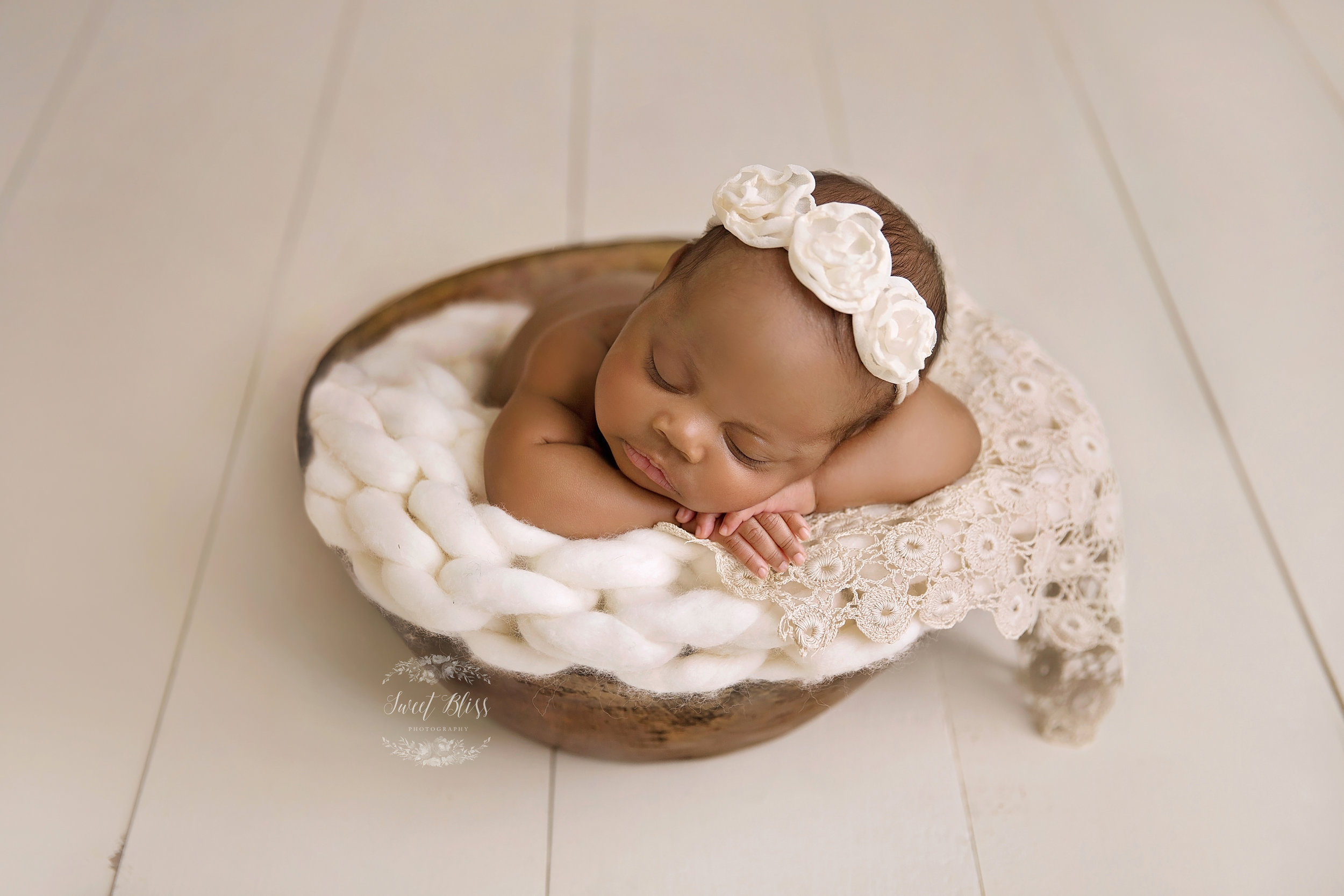 Harforcountynewborn_SweetBlissPhotography_bowl1.jpg