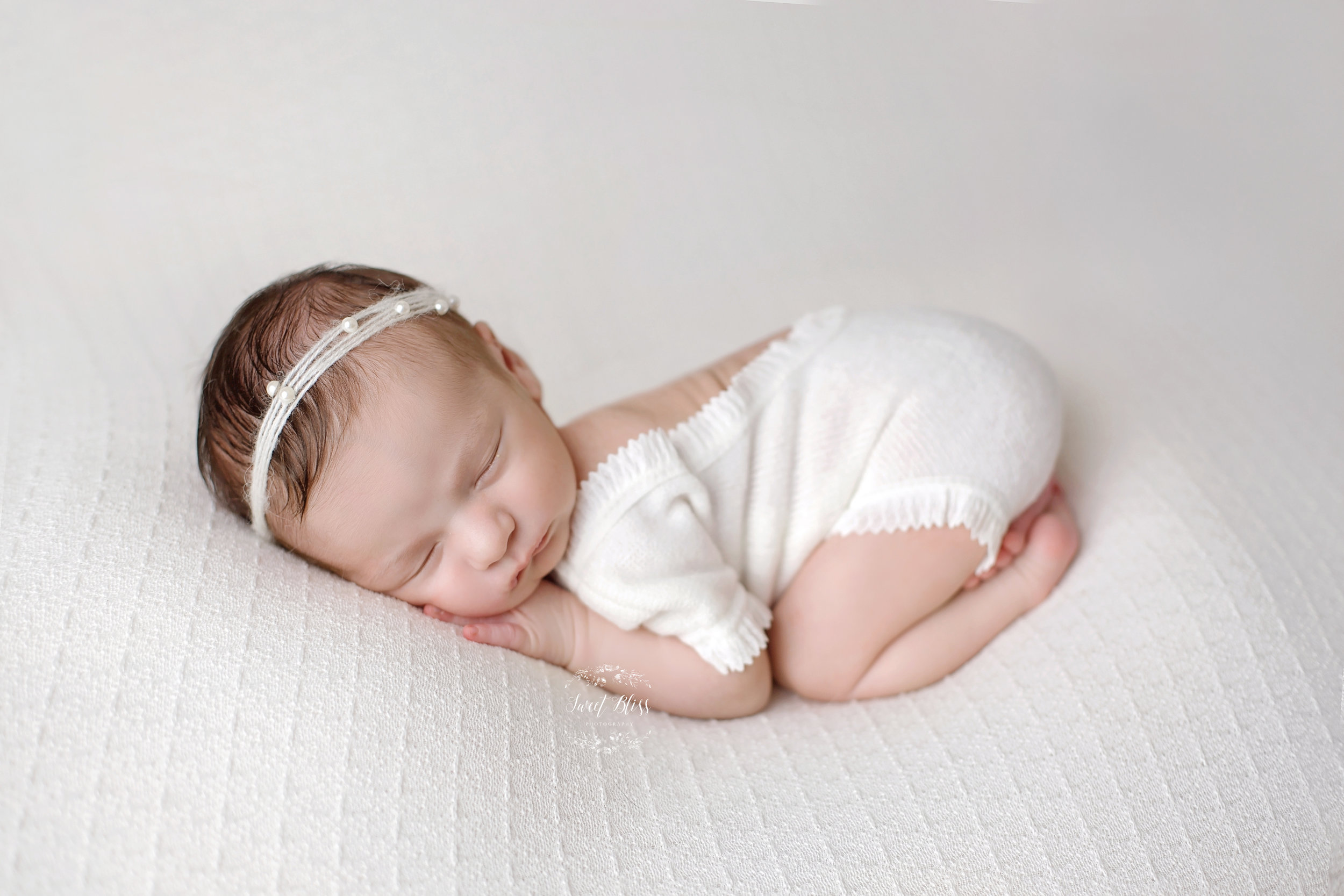 Baltimorenewbornphotographer_sweetblissphotography_blackandwhitecloseup7.jpg