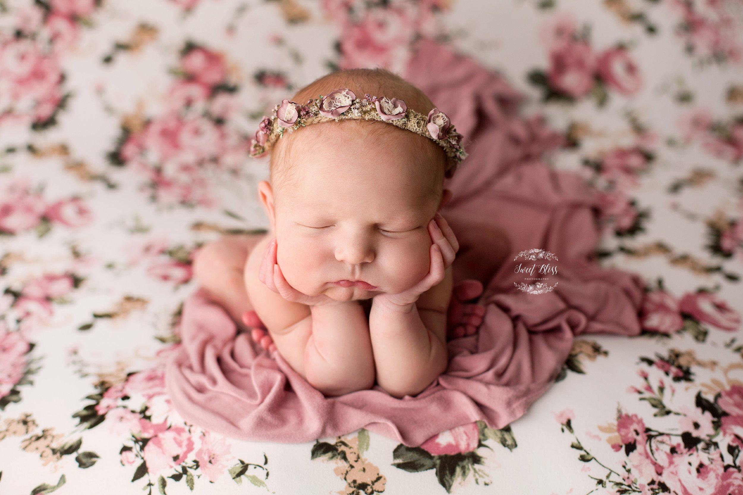 newbornbabygirtlmarylandphotographer_baltimorebabyphotography.jpg