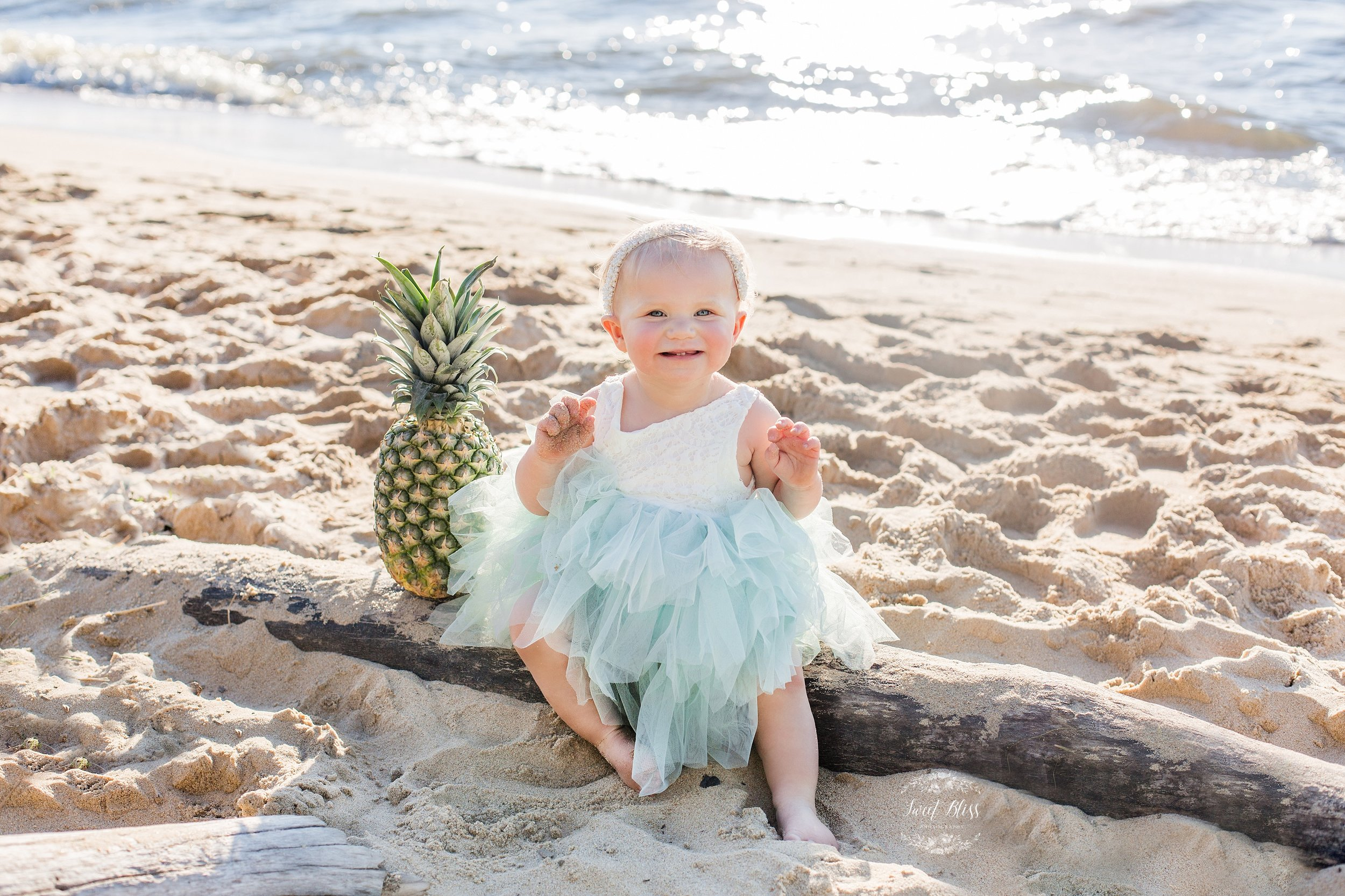 Marylandbabyphotographer_cakesmash_Beach-19.jpg