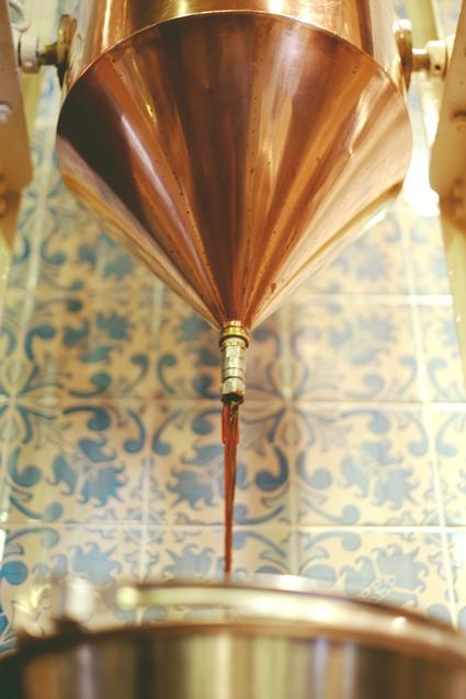 Abb. 4: In mehreren Durchgängen werden die Aromen behutsam extrahiert.