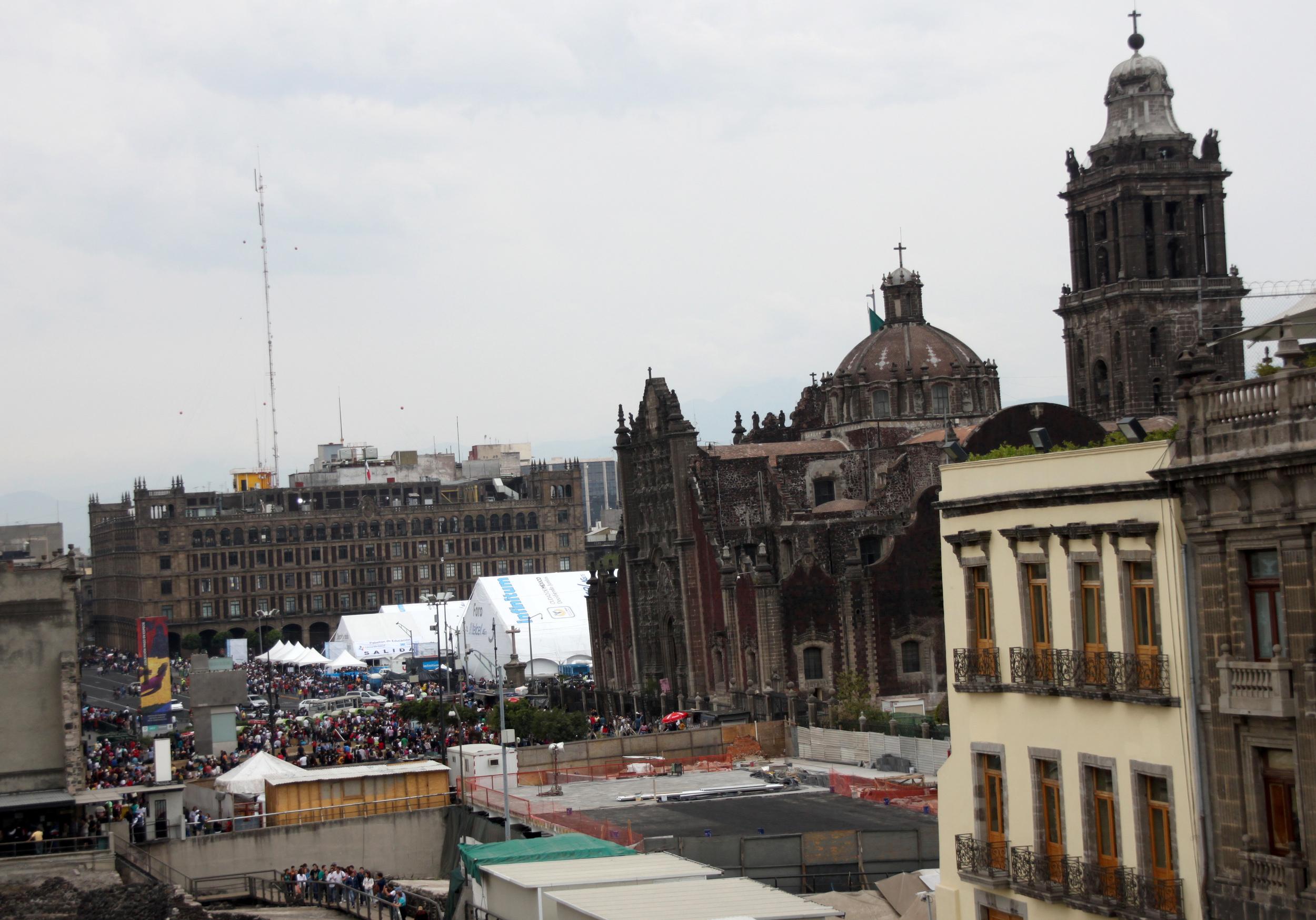 O centro histórico usado em pleno domingo, com feiras e eventos