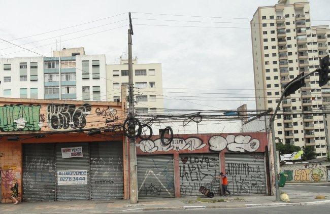 Imóveis vazios na região do Largo da Batata / G1J