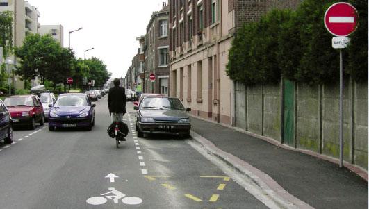 Faixa de bicicleta na contra-mão - Paris