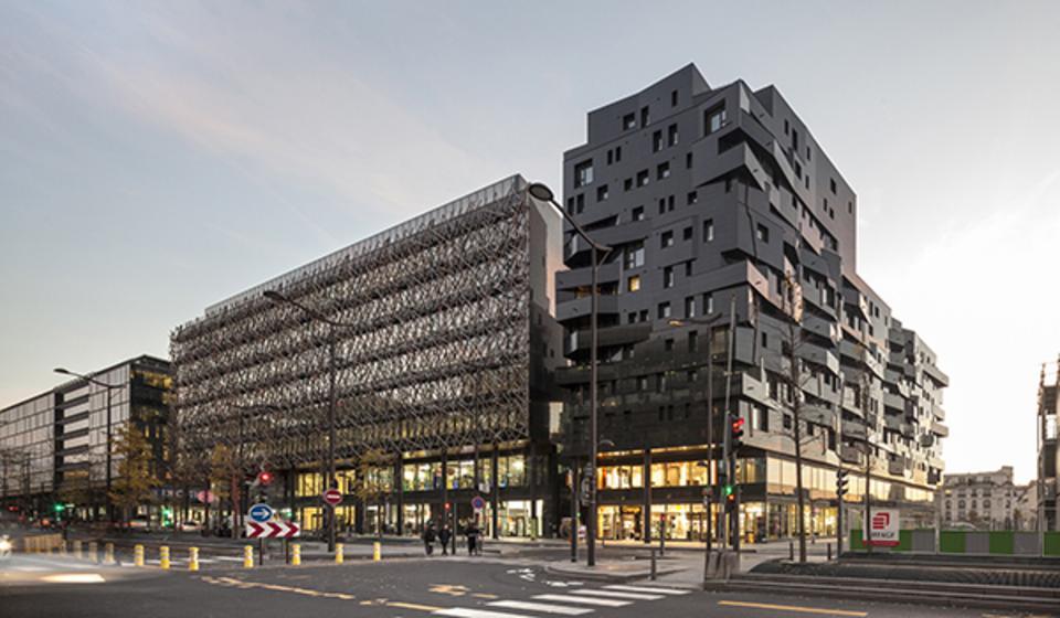"""Habitação para locação social na renovação """"Paris Rive Gauche"""", França"""