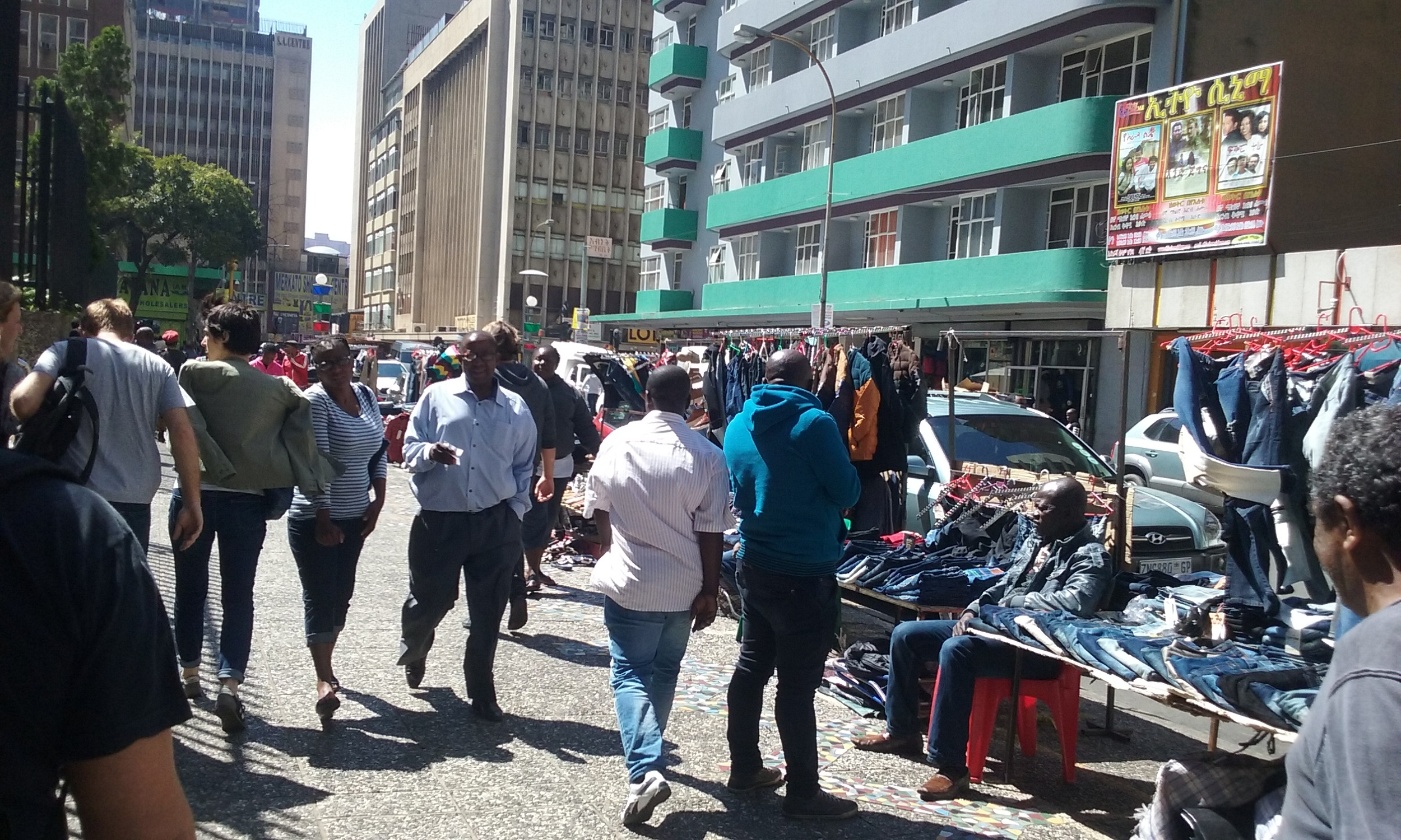 Região central de Johannesburgo com presença de inúmeros vendedores ambulantes. Foto: Francisco Comaru.