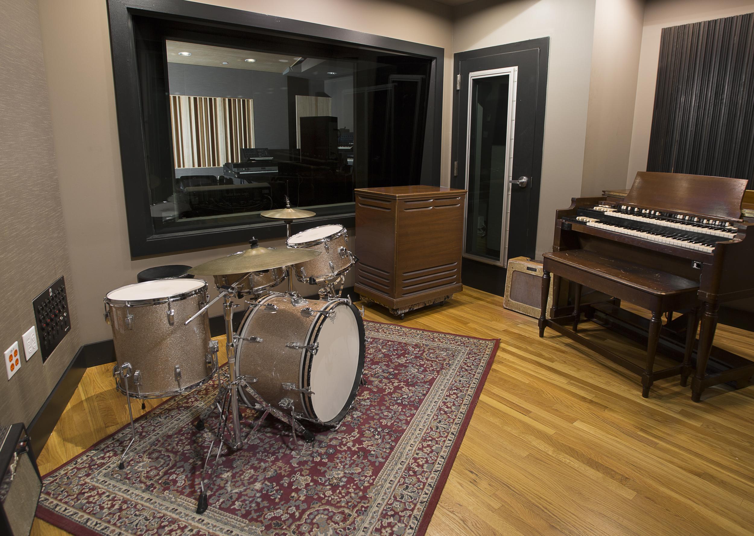LakeHouse_Studio_LiveRoom_South.jpg
