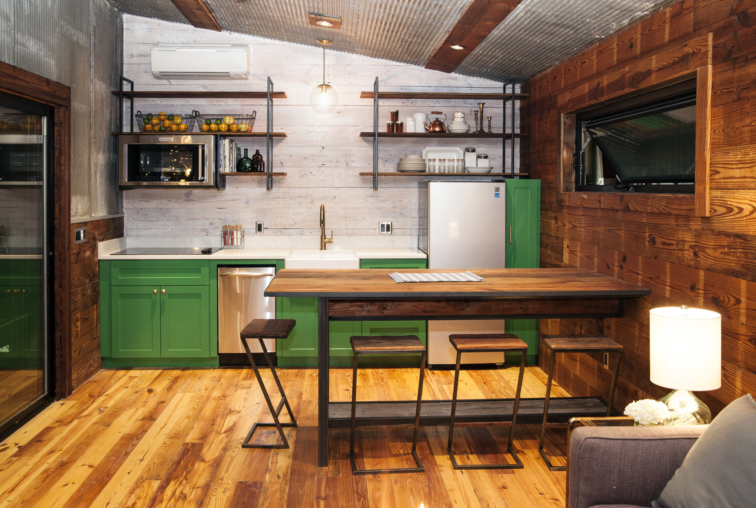 Even though this is in one of our smaller Reclaimed Spaces, this kitchen is complete and very usable.