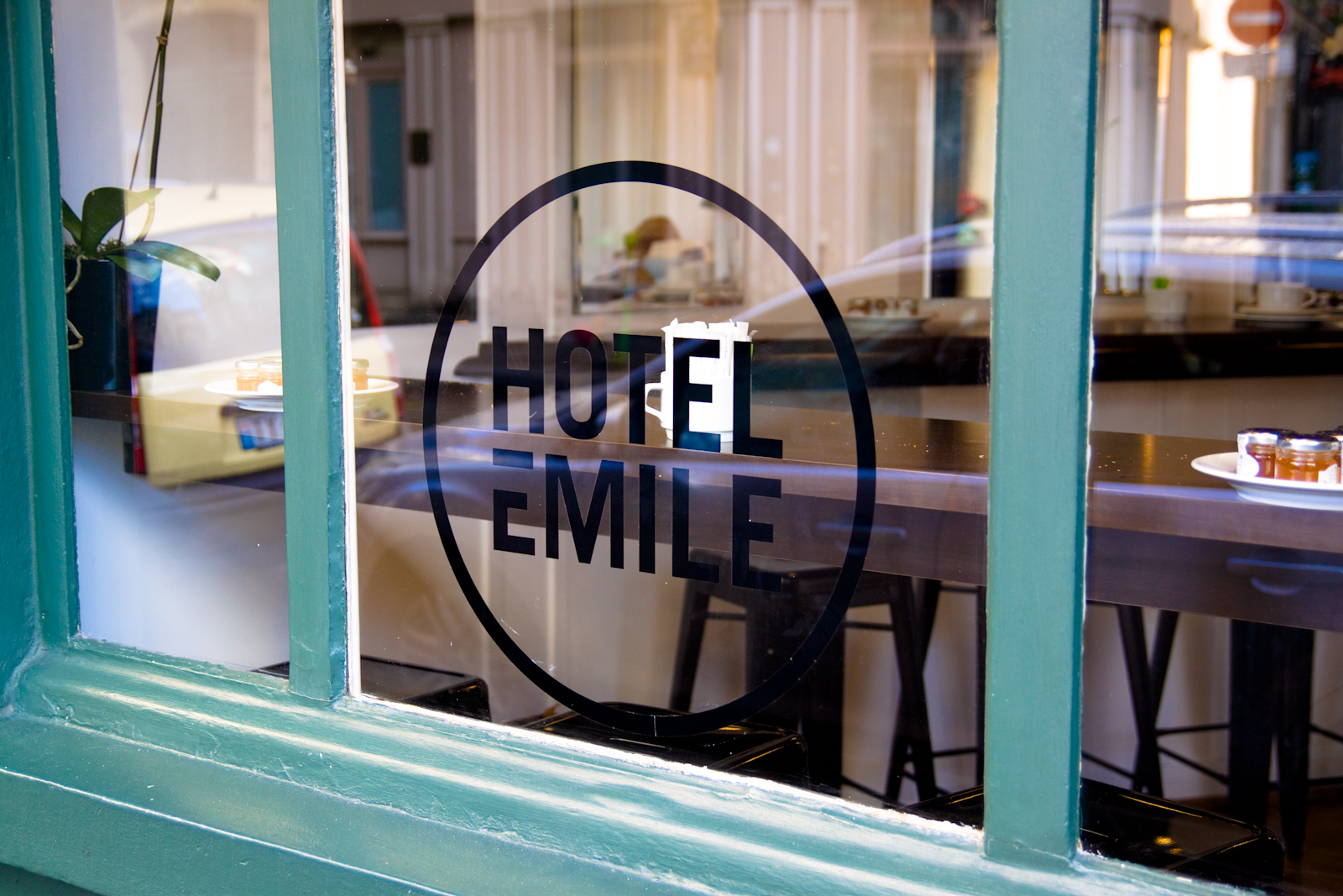 Hotel Emile  -  2, rue Malher   75004 Paris – France