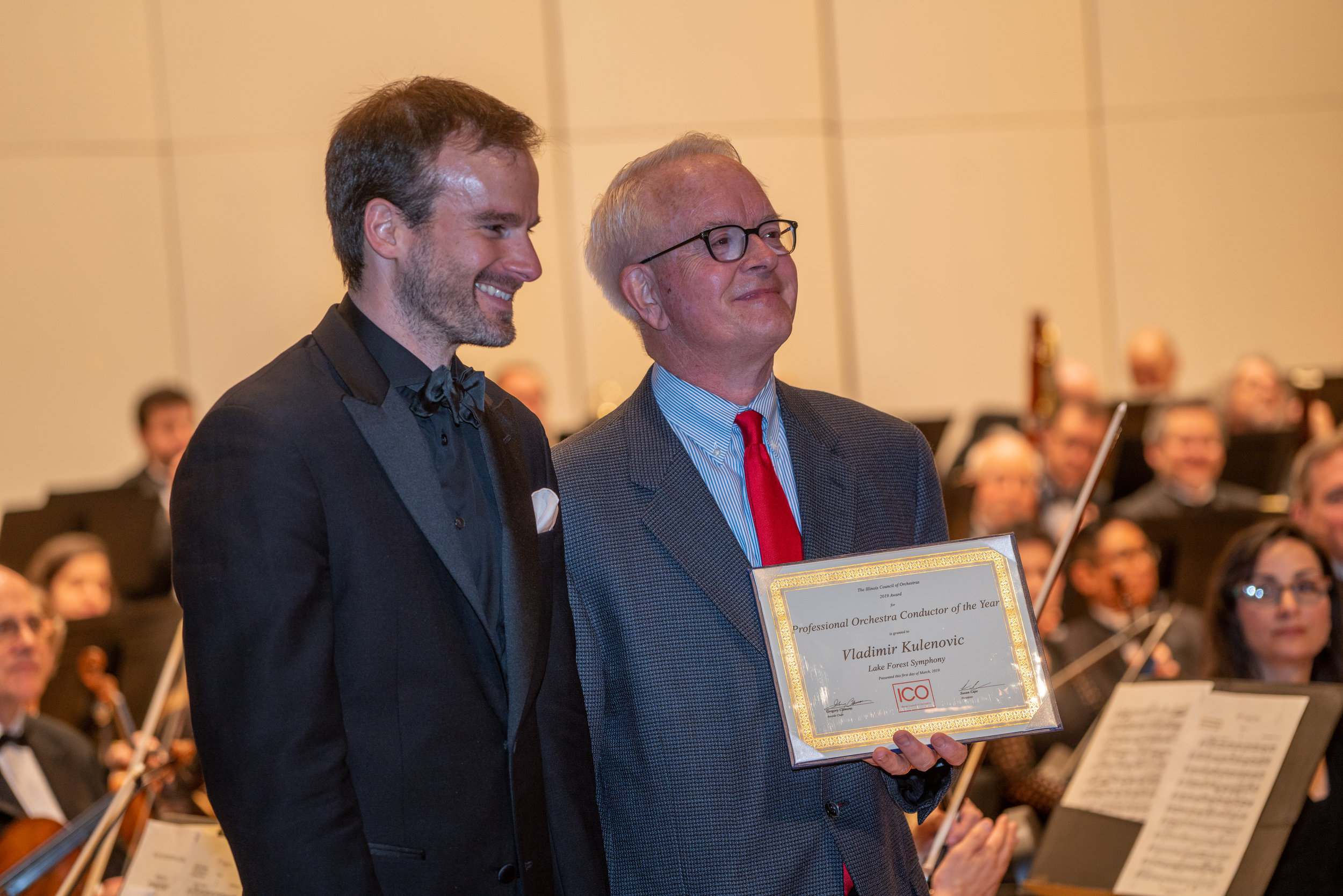 Music Director Vladimir Kulenovic accepts the award for Conductor of the Year from Tom Sharp and the Illinois Council of Orchestras.