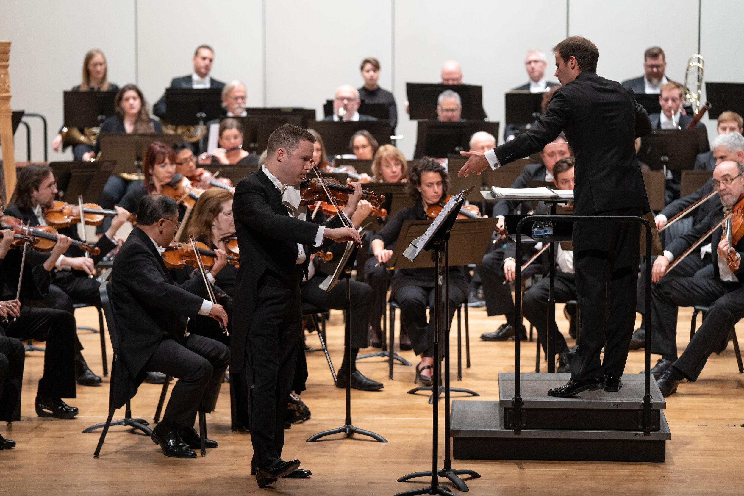 """Netanel Draiblate performing James Stephenson's violin concert """"Tributes"""" with the Lake Forest Symphony in the 2018-19 Season."""