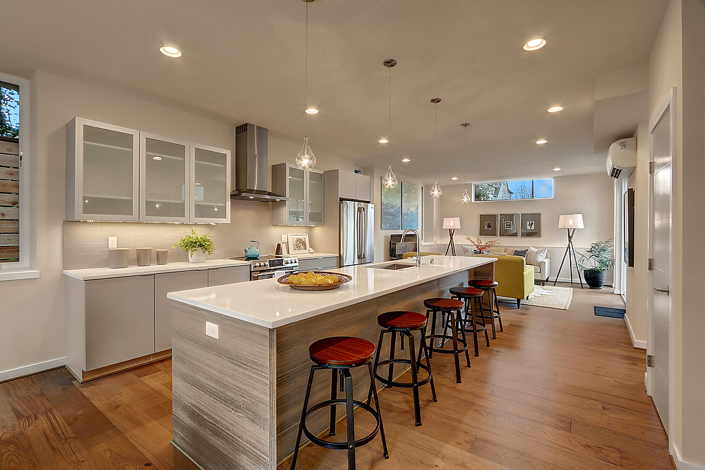 kitchen to livingrm.jpg