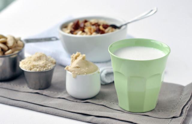 almond+milk+1.jpg