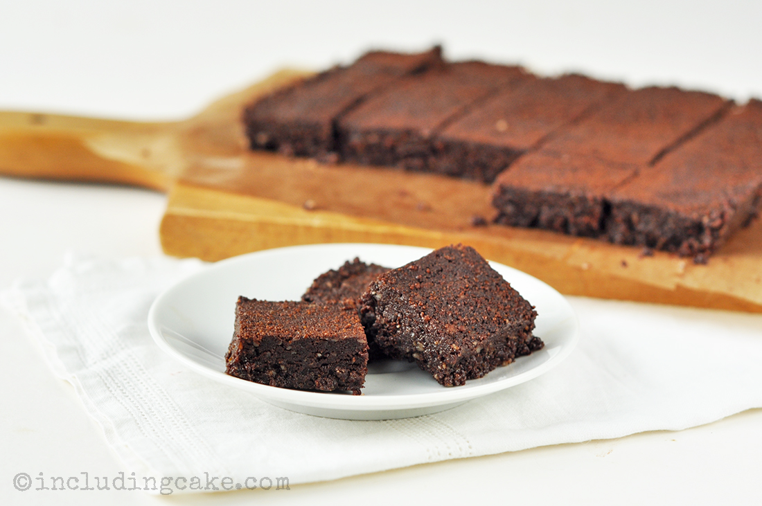 Easy raw chocolate brownies