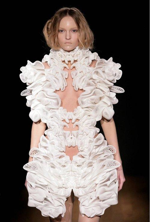 Iris-van-Herpen-3D-printed-fashion-1.jpg