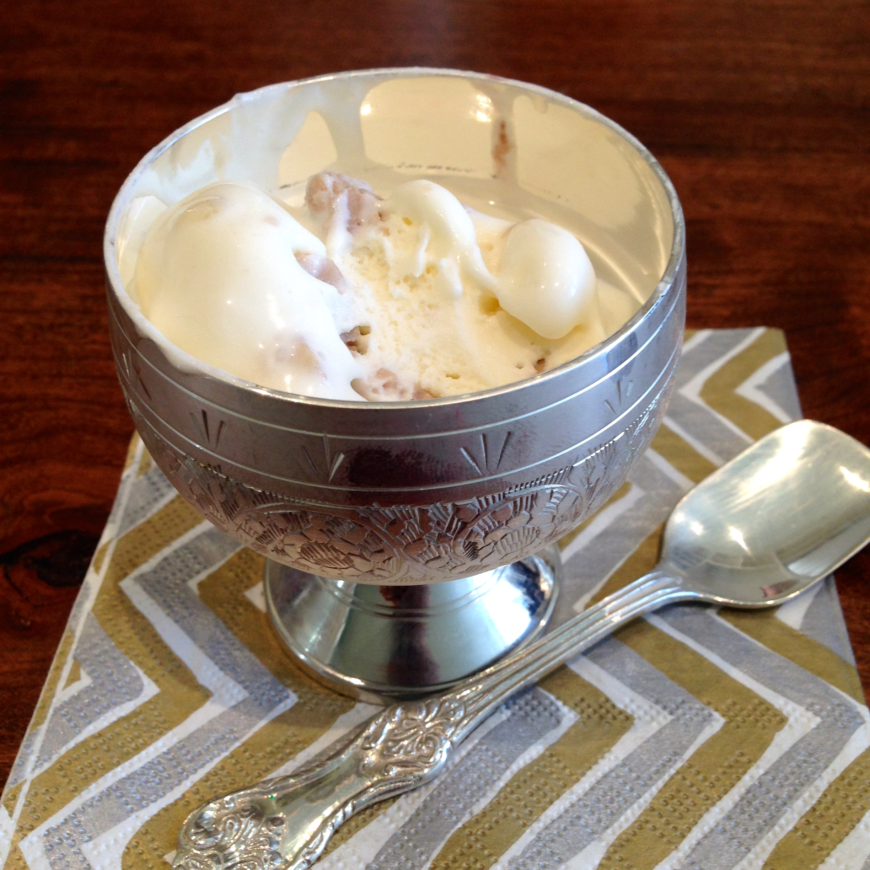 Domori White Chocolate with Gianduia White chocolate chunks
