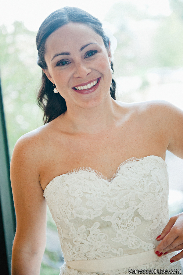 Real Colorado Wedding - Boulder, co - Modern Trousseau gown at anna bé bridal boutique - photography by Vanessa Kruse - Flowers by Newberry brothers