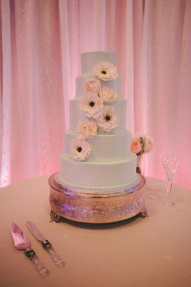 13. Wedding Cake with Natural Elegant Flare.jpg