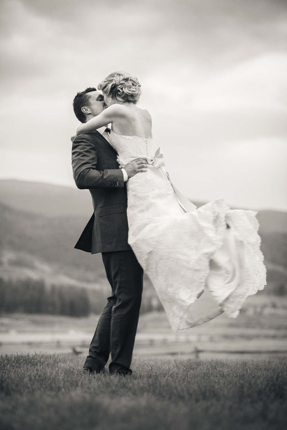 Marissa_Liam_Colorado_Ranch_Wedding_15.jpg
