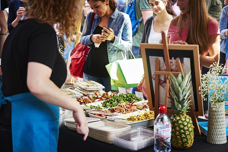 food-photographer-london-food-photography-recipe-recipes-streetfood-street-food-hall-foodhall-cookery-cooking-grummett-scott-scottgrummett-carnaby-street-fire-director-image-images-uk-worldwide-new-york-newyork-paris-blue-top-bbq-barbecue-fire-salad-poke-