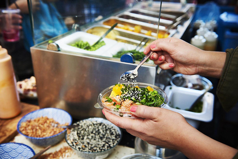 food-photographer-london-food-photography-recipe-recipes-streetfood-street-food-hall-foodhall-cookery-cooking-grummett-scott-scottgrummett-carnaby-street-fire-director-image-images-uk-worldwide-new-york-newyork-paris-blue-top-bbq-barbecue-fire-salad-poke