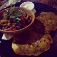 Quinoa chilli pot with spinach flatbreads