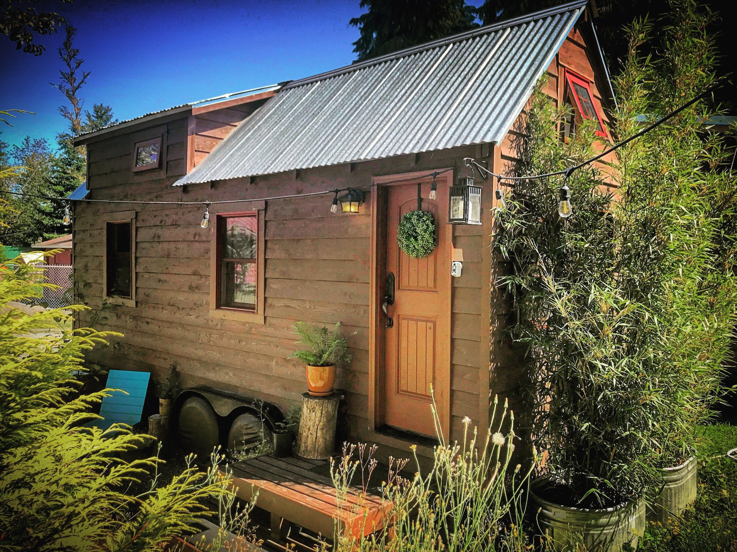 Your Vacation Starts Here - Come stay in the Tiny Tack House.Located in the greater Seattle area, The Tiny Tack House offers a chance to try Tiny before taking the plunge yourself. Book your stay now at Airbnb.com
