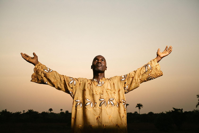 Liberia-Pastor Strobist-Fiechtner.jpg
