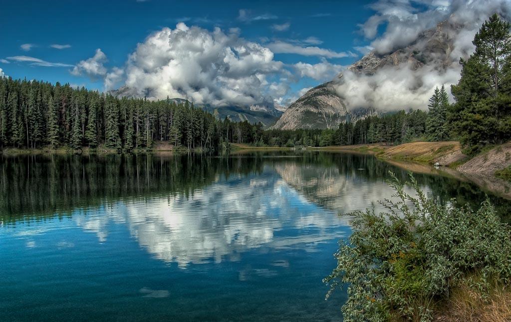 Johnson   Lake, Banff National Park, Alberta, Canada