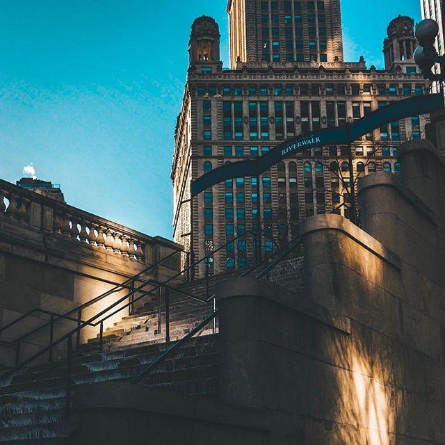 Light my way. . . . . . . .  #photooftheday #igerschicago #visualsoflife #justgoshoot #artofvisuals #aov #peoplescreatives #exploretocreate #watchthisinstagood #moodygrams #gramslayers #ig_masterpiece #insta_chicago #flippinchi #artofchi #thecreatorclass #chicago #chiarchitecture #mychicagopix #insta_chicago #a6000 #visualseduction #illgrammers #mlmtr #chicagoshot #gramslayers #instagood #streetphotography #heatercentral