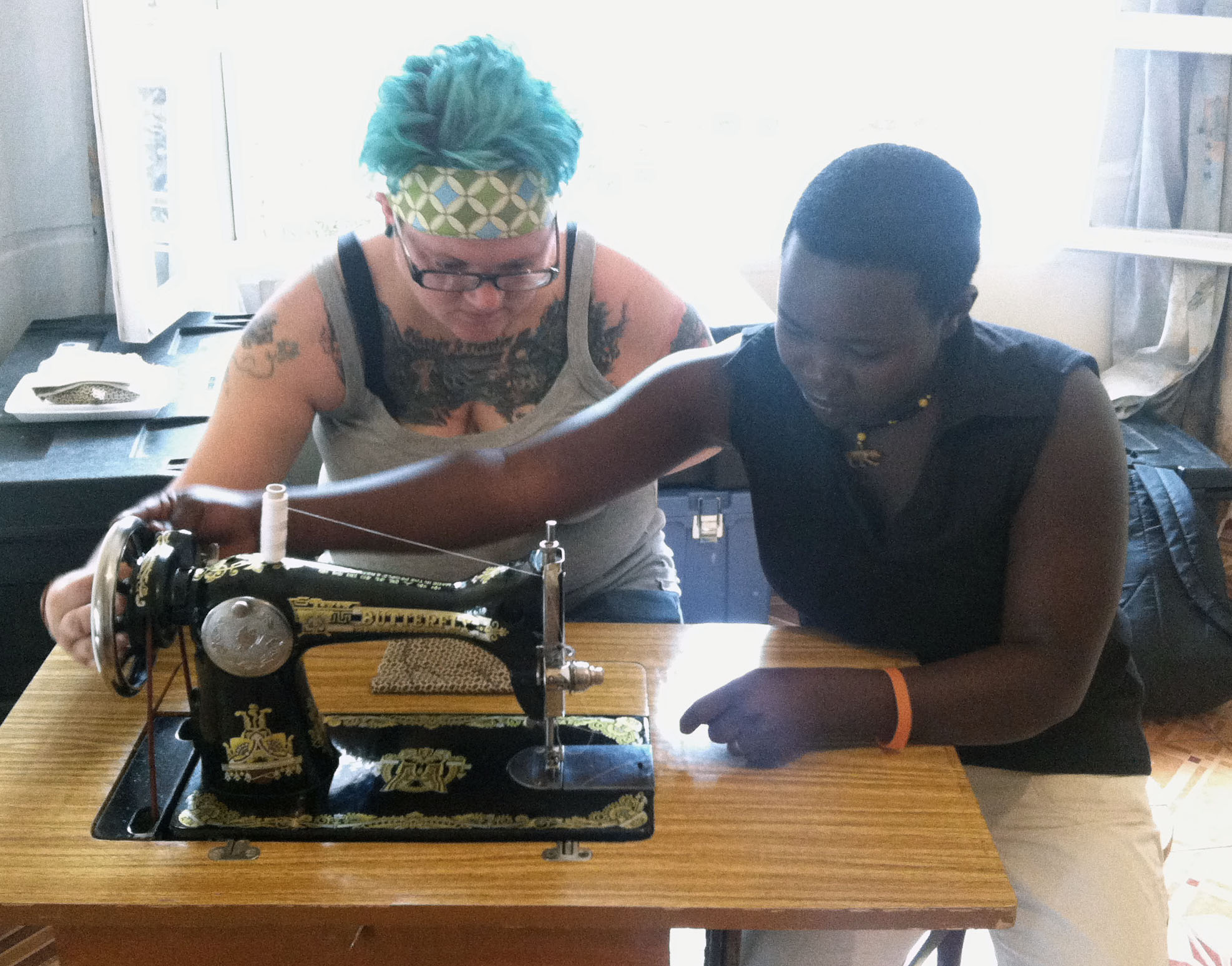 Heather getting schooled by Josiane in the ways of the treadle.
