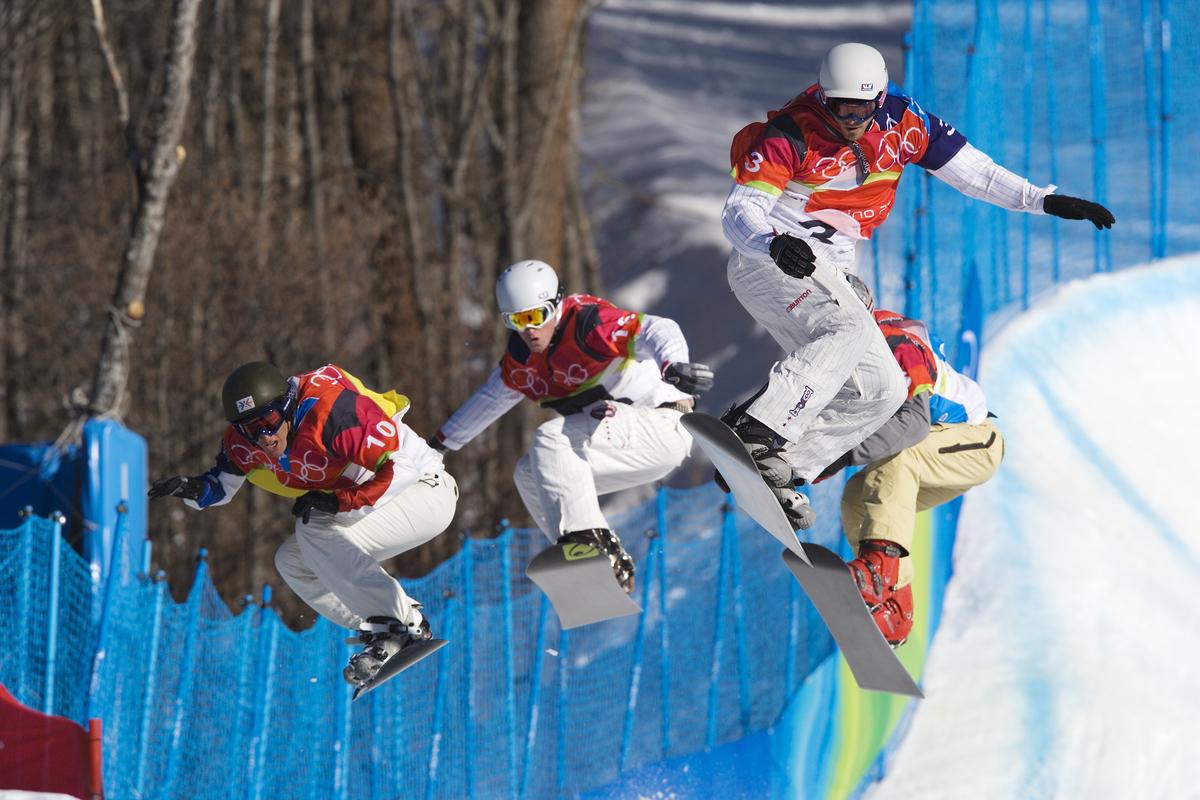 56165346MP089_OLY_Mens_Snowboarder_Cross.jpg