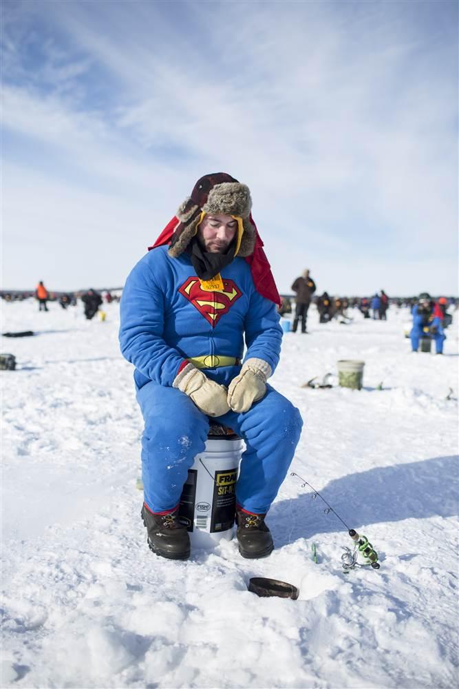 ss-140203-minn-ice-fishing-04.nbcnews-ux-680-1000.jpg