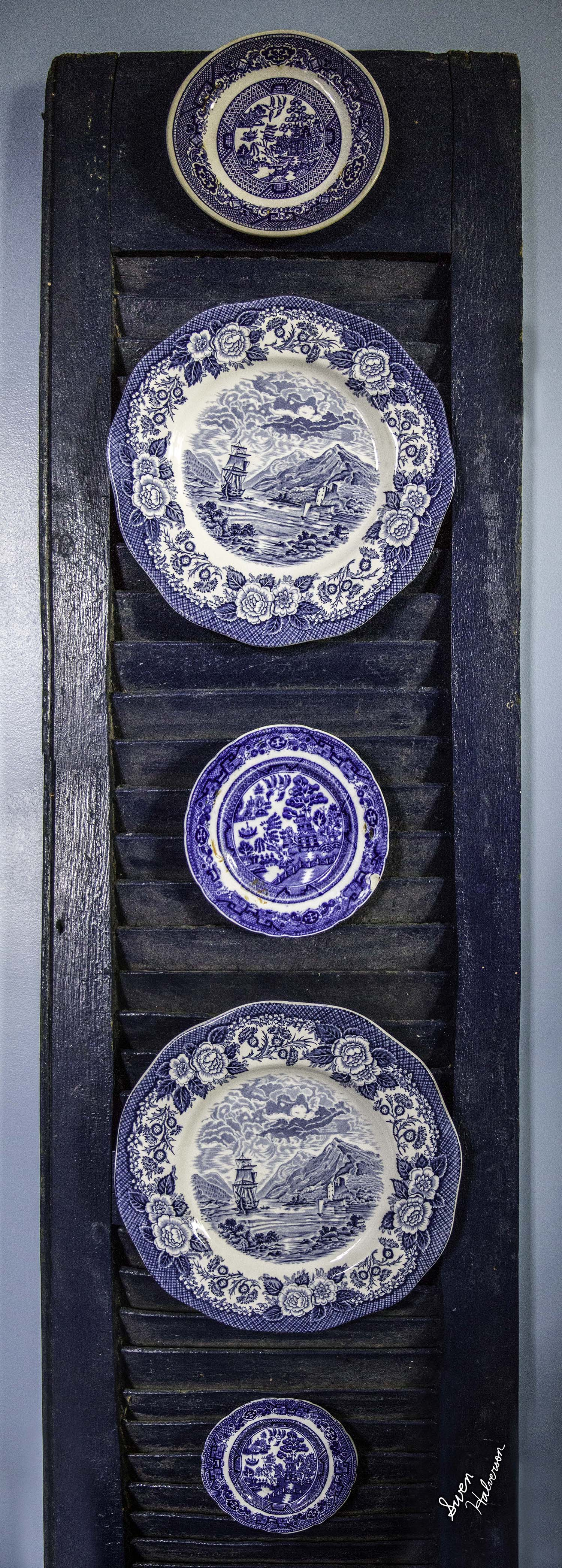Theme: Melodic Title: 5 Blue Plates On A Wall