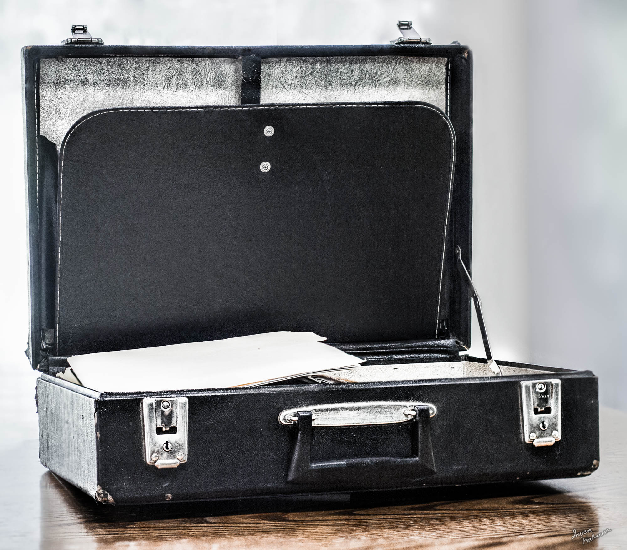 Theme:Briefcase|Title: A Briefcase Opened