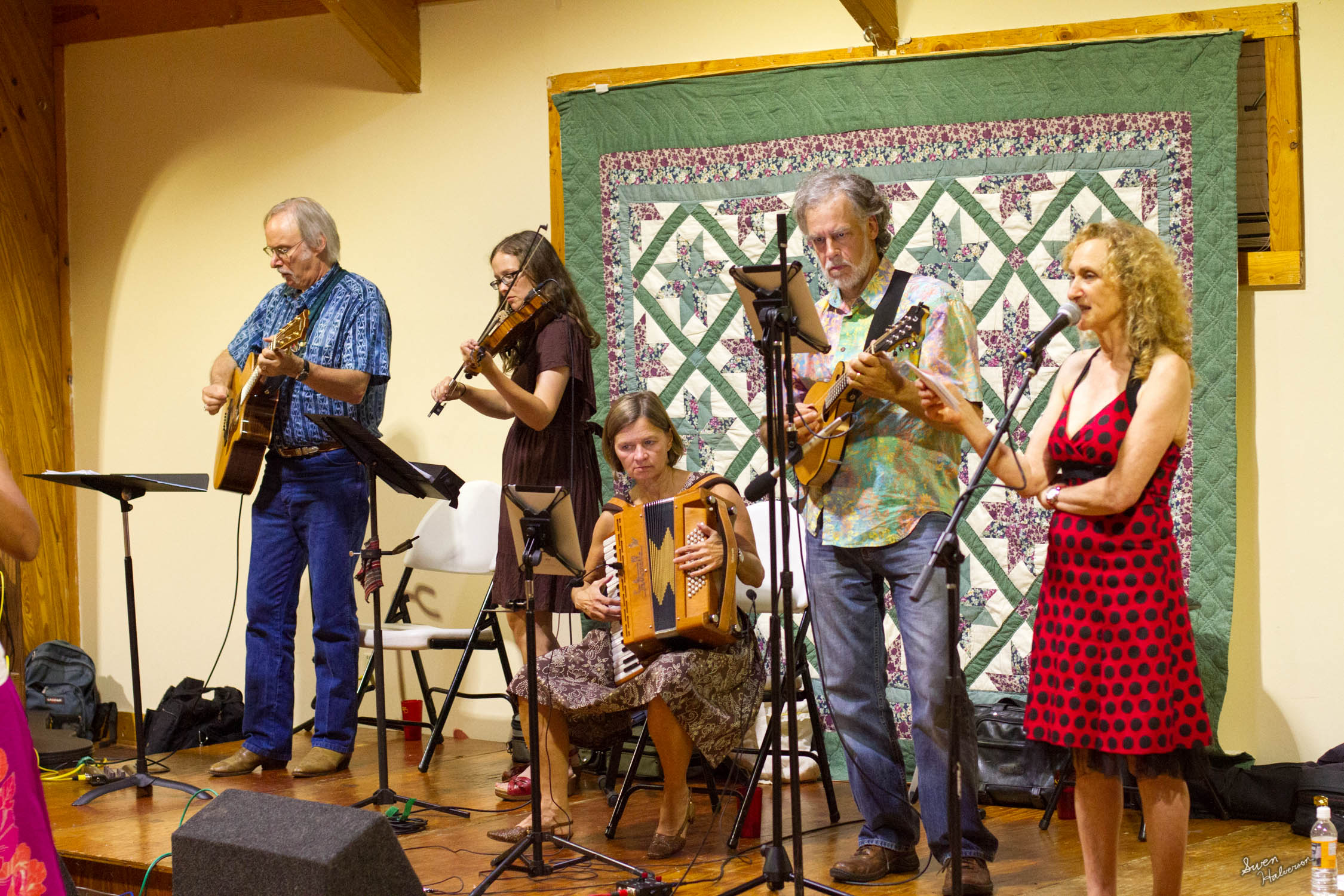 Contra dancing in Berea-021.jpg