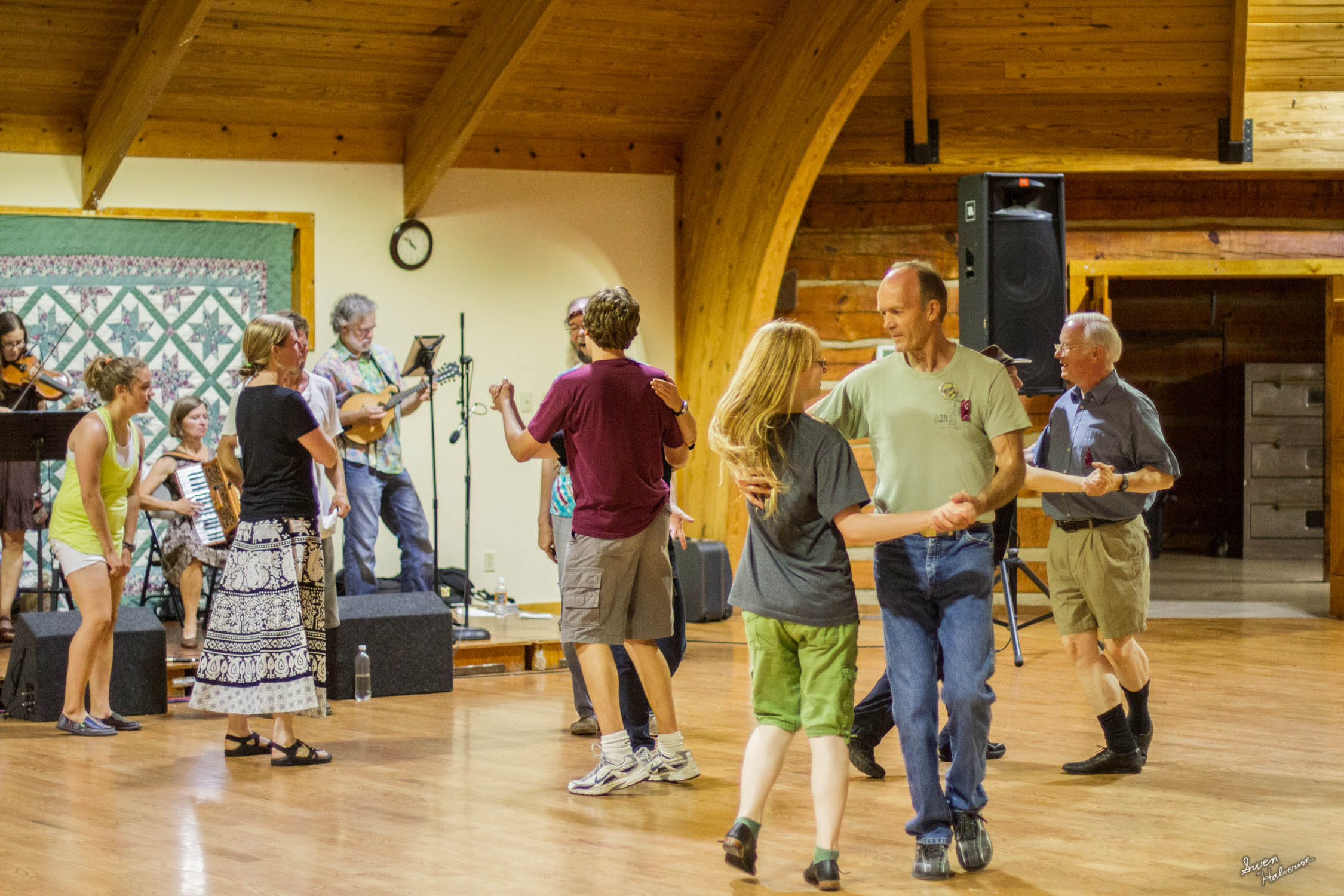 Contra dancing in Berea-054.jpg
