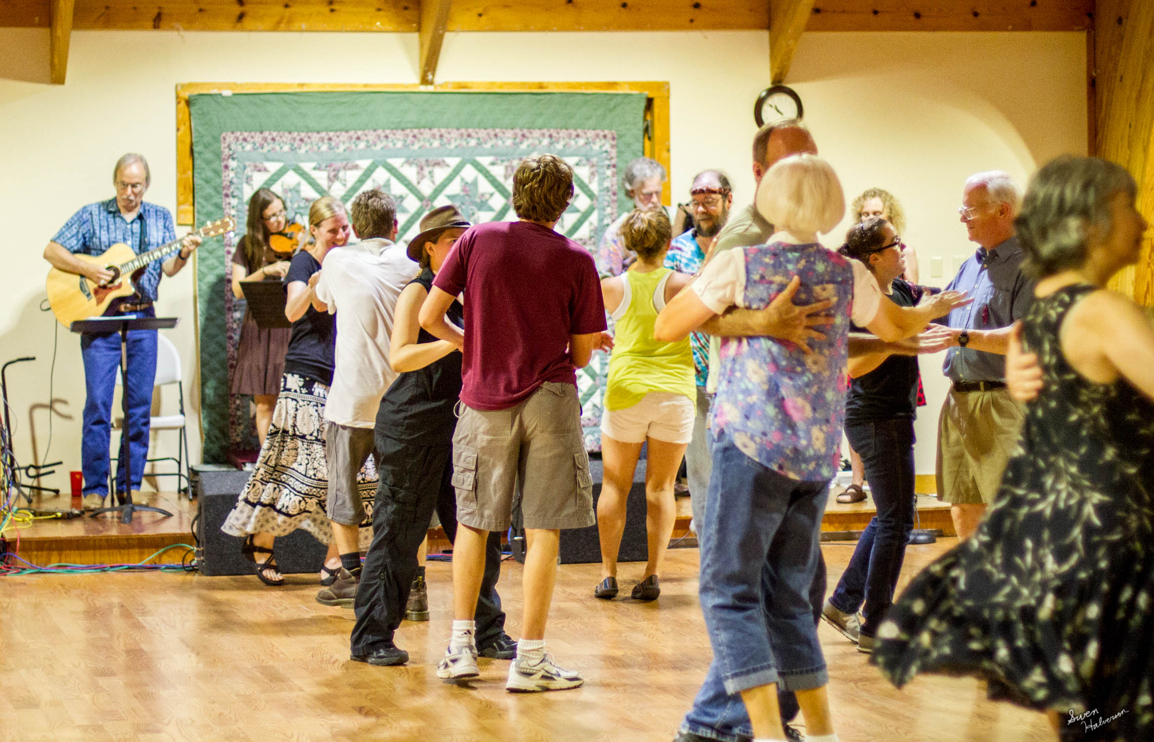 Contra dancing in Berea-053.jpg