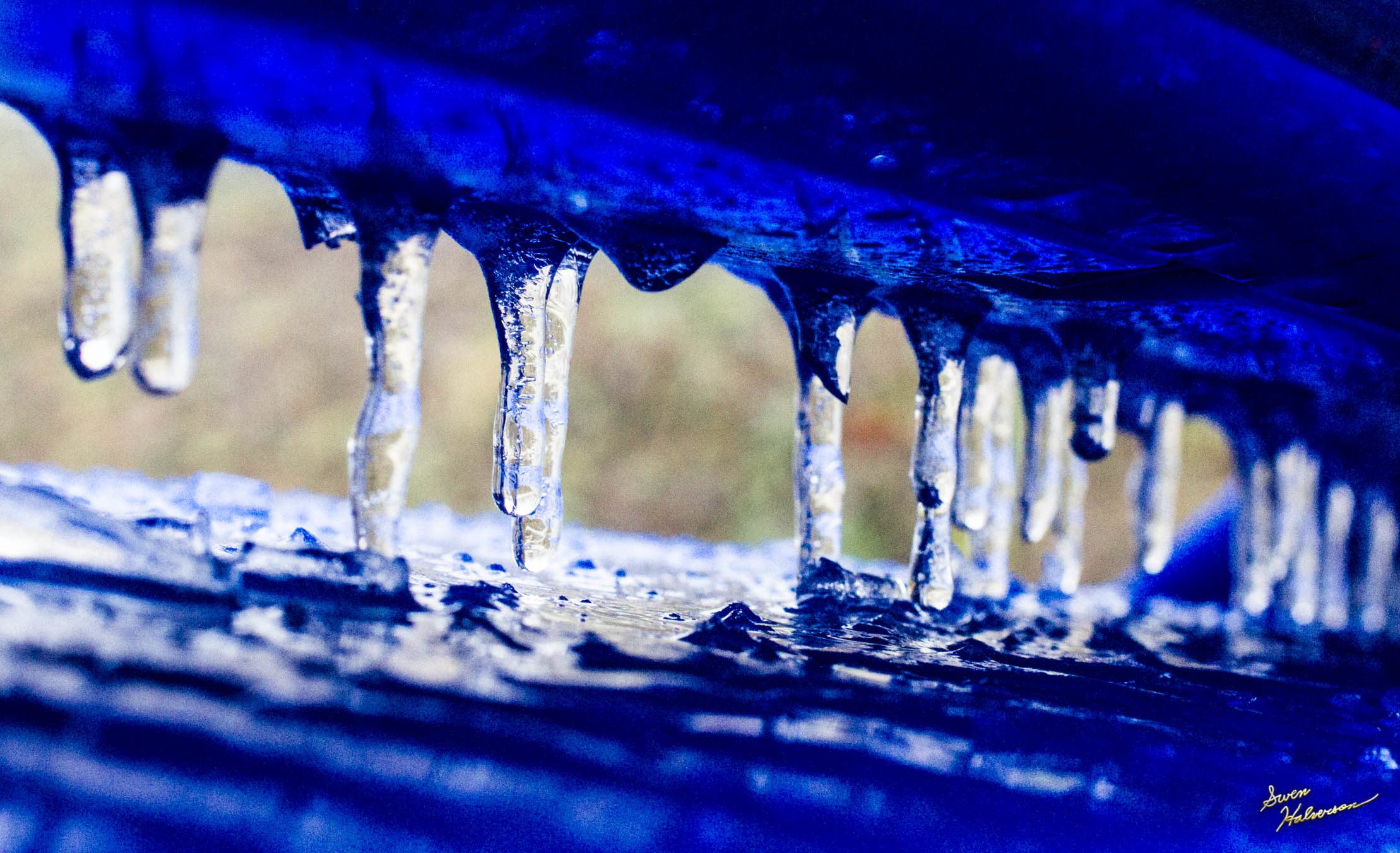 Theme: Sparkling | Title: Blue Icicles