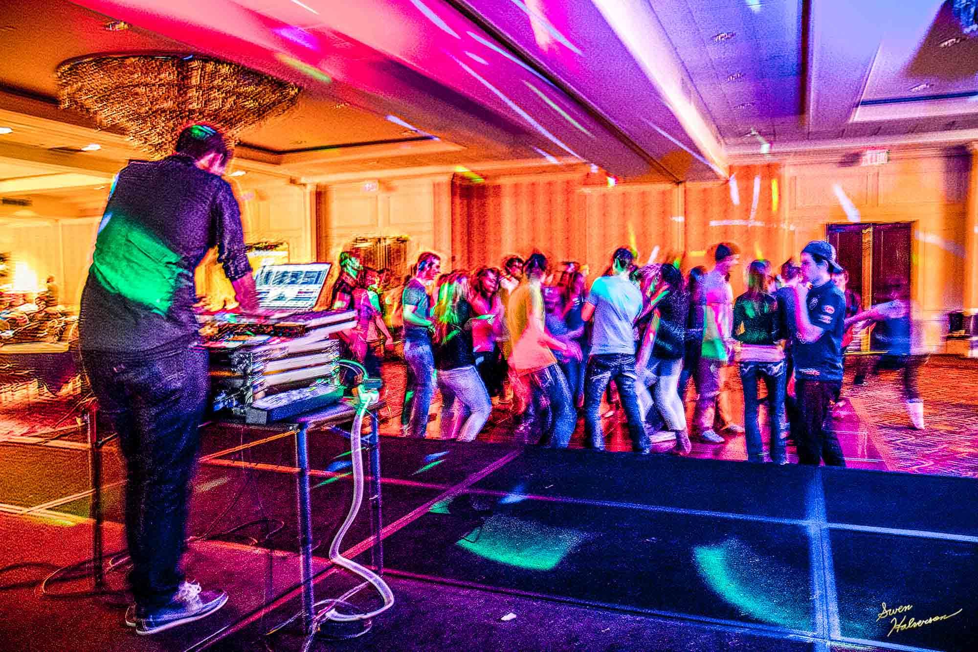 Theme:Dance | Title: Makin' The Groove