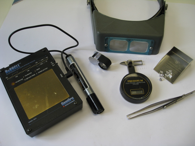 Professional equipment for evaluation of valuables