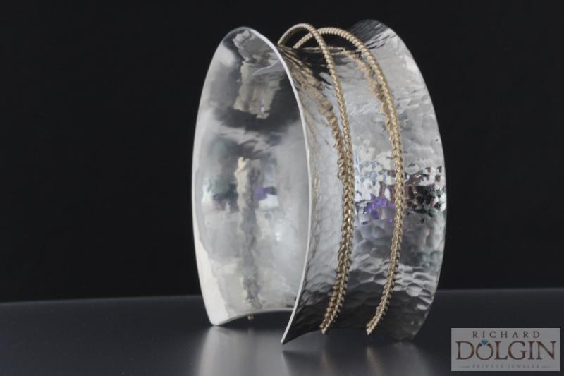 Inverted curve bracelet