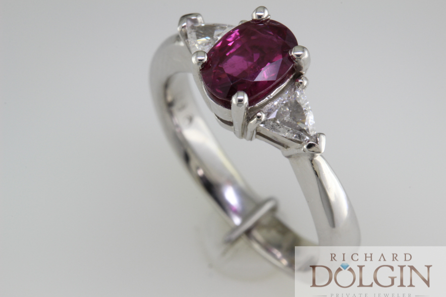 Ruby ring with trilliant diamonds