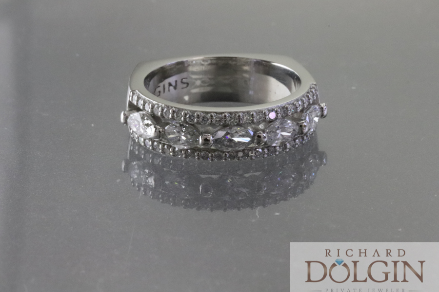 Center wedding ring