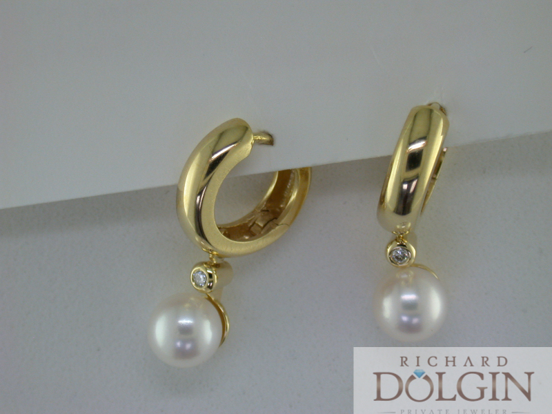 Yellow gold and pearl earrings