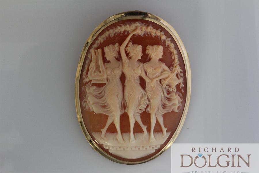 Beautiful antique Cameo pin