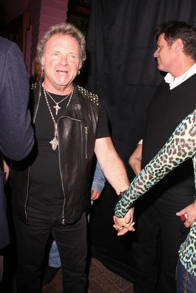 Joey+Kramer+wife+Linda+seen+arriving+Aerosmith+pqhxXby_tmpl.jpg