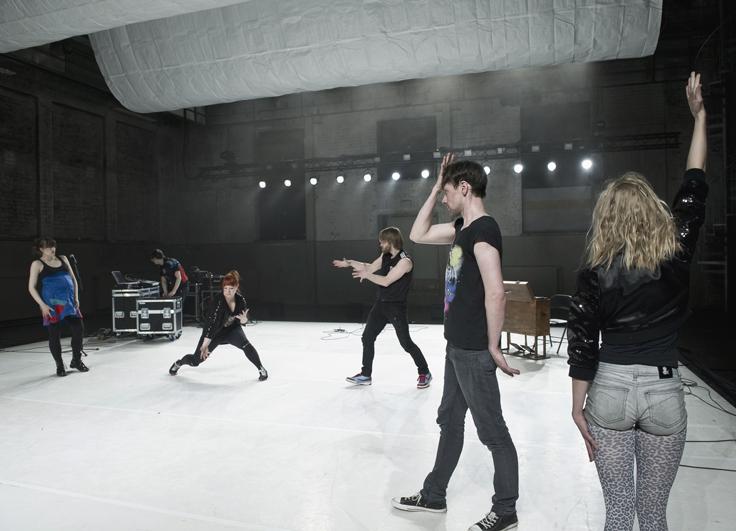 Photographer: Uupi Tirronen, Performers: Maria Saivosalmi, Tuomas Norvio, Sari Palmgren, Jukka Tarvainen, Jukka Peltola ja Lotta Suomi