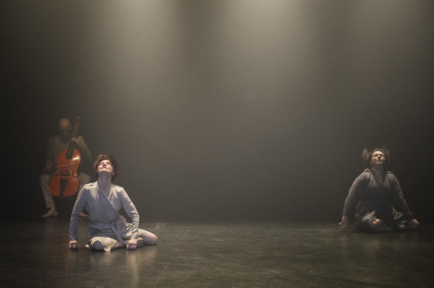 Photo: Uupi Tirronen, Licking things (Zodiak – Center for New Dance).